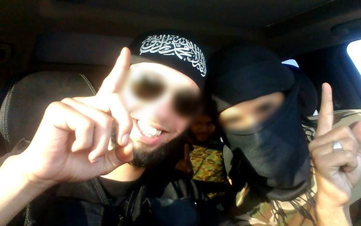 Photo Facebook de l'homme interviewé par Vice, qui pourrait être Mourad Fares (à gauche).