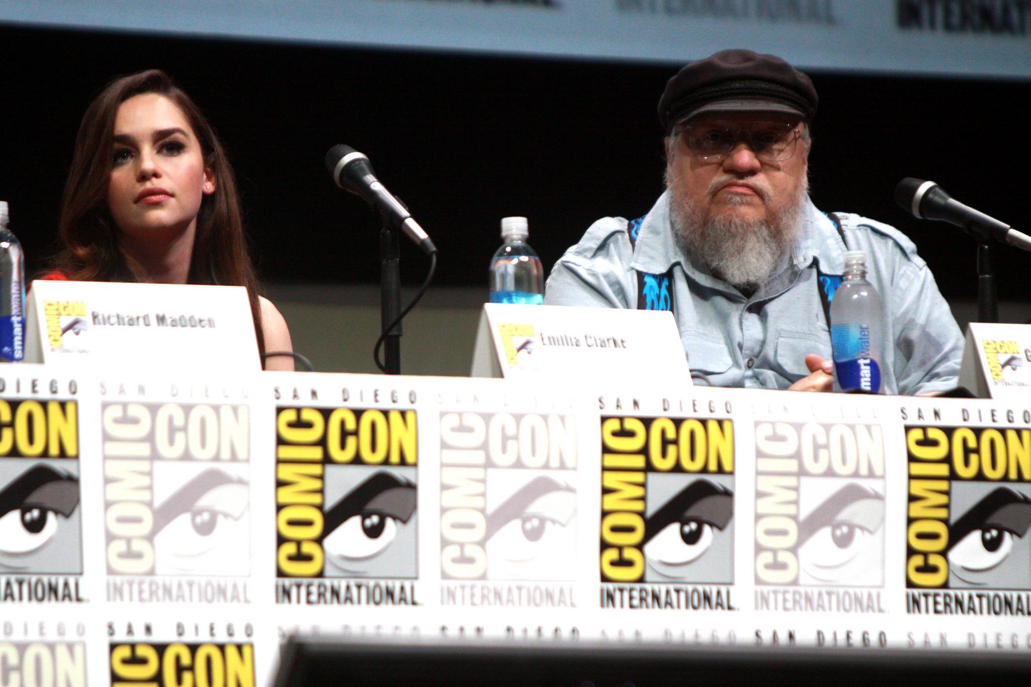 C'est cool de zoner avec Daenerys au Comic Con, mais faudrait bosser un peu !