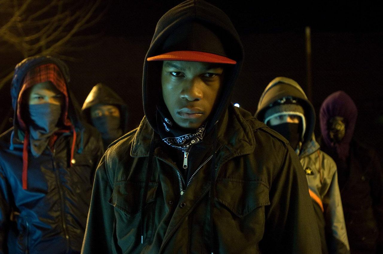 L'acteur londonien alors agê de 19 ans interprétait Moses, un chef de gang