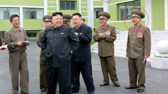 Hwang Pyong-so était vice-président du Département de l'Organisation et de l'Orientation avant de monter en grade. La grosse marrade.
