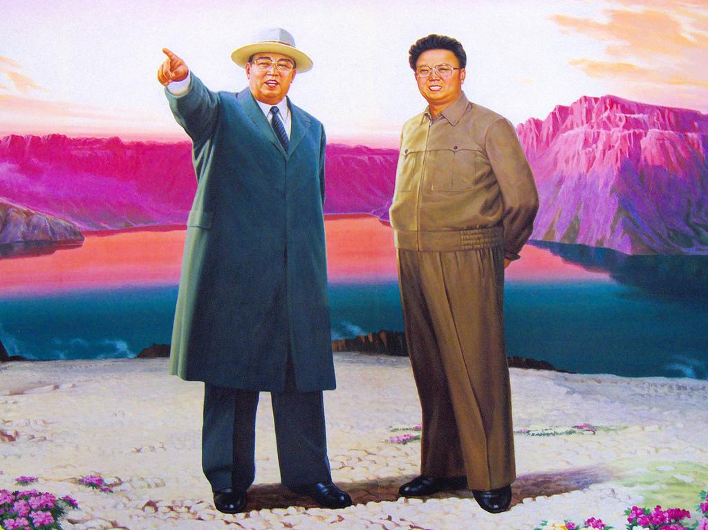 Kim Il-sung (gauche) et son fils Kim Jong-il