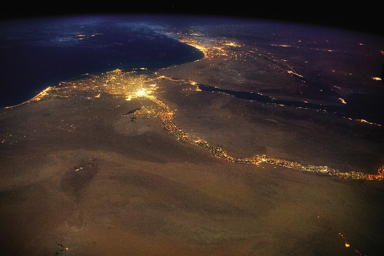 Le Nil et son delta illuminés avec Israël et la Palestine en arrière plan.