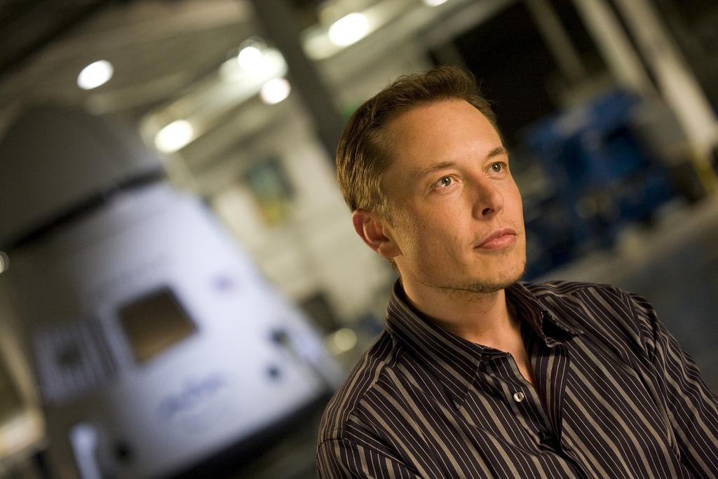 Elon Musk dans les locaux de SpaceX