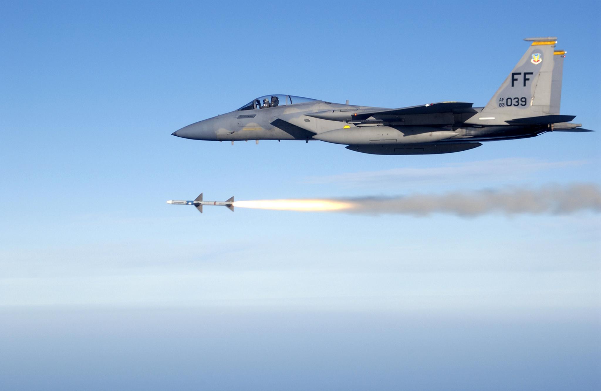 USAF_F-15C_fires_AIM-7_Sparrow_Wikimedia